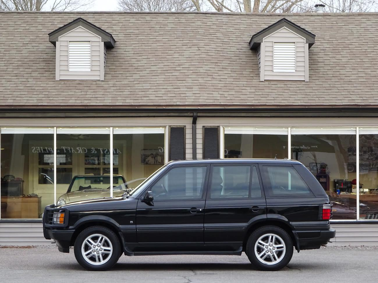2001 Range Rover 4.6 HSE P38, Beluga Black with black, 4.6 litre V8 gas  engine, automatic transmission, permanent 4 wheel drive with high-low range,  ...